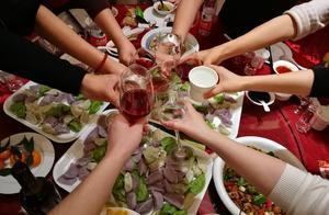 """""""下班后公司聚餐算不算加班""""引热议,网友分成了这三派"""