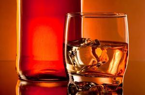战友聚会喝了点药酒,一人不幸坠楼身亡...法院判决:自负责任,其他人不用赔钱!