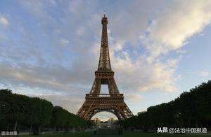 法国一男子徒手攀爬埃菲尔铁塔被警方逮捕