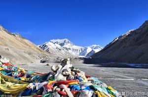"""海拔8000米珠峰拥堵不堪,""""死亡区""""排队3小时,网友:图啥?"""