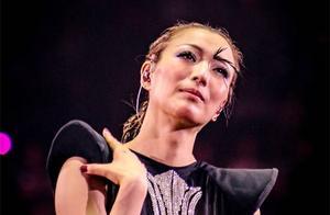 郑秀文勾起抑郁痛苦回忆 演唱会哭着唱这首歌