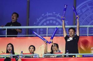 李克勤进场看苏迪曼杯成焦点,中国轻取泰国晋级决赛!