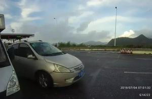 两小孩蹭同乡顺风车回广西老家,刚上高速就惹祸上身回不去,家人都急坏了!