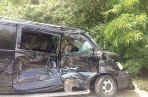 又闯祸了!乌克兰总统车队和载满儿童的巴士相撞