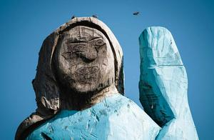 美国第一夫人梅拉尼娅家乡为其竖木雕像 诸多网友打卡