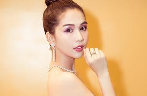 越南内衣女皇走红毯惹争议后性感出席活动,优雅姿态成全场热点