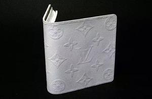 日本小哥用纸做了个LV钱包,竟有网友愿意用真品去换!