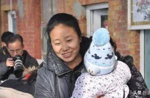 """河北""""爱心妈妈""""李利娟受审,被指控骗取低保金56万元,曾花14万元买红木家具"""