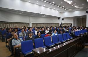 """武汉首例车贷""""套路贷""""黑社会案件 10小时庭审17名被告人当场认罪认罚"""