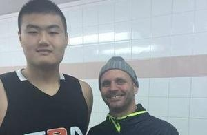 姚明学弟承诺加盟NCAA名校!他会是下一个进军NBA的中国球员吗?