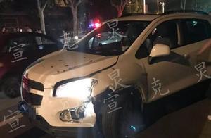 申晨间|轿车失控冲上人行道撞死年轻夜跑女子,疑似开车捡物导致