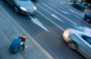 """一场车祸的背后:一个绝望的女人想撞死""""那个女人"""""""