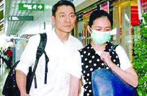 刘德华追生儿子成功朱丽倩腹部高隆现身妇科诊所