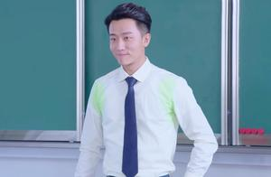 贪便宜买低价西服,结果掉色严重白衬衣都绿了,在学生面前糗大了