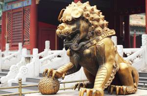 为什么故宫里的这只铜狮子不能摸?有什么秘密吗?
