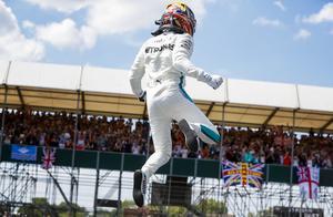 F1英国站排位赛 汉密尔顿勇夺主场第六杆!