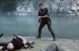 敢死队3:史泰龙的开枪动作,真的是帅爆了,心疼这几个小喽啰