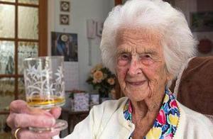 英国113岁长寿老人去世,称长寿的秘诀是不停的工作
