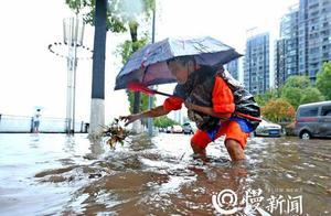 暴雨突袭重庆致主城积水严重 未来三天最高气温均超40℃