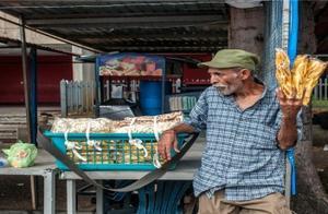 一个鸡蛋可换20万升汽油!委内瑞拉经济已崩,石油人民币成转机?