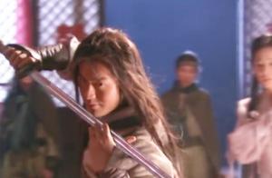 杨过使出桃花岛的玉箫剑法,小龙女问起杨过接着使出弹指神通