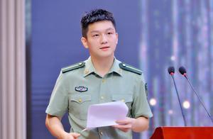 樊振东李雪芮身穿军装亮相,英姿飒爽,小胖发表重要讲话