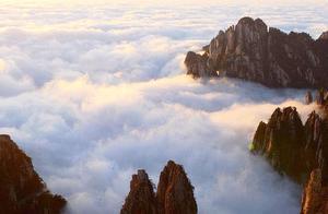 中秋假期首日安徽黄山现云海景观 明日将迎客流最高峰
