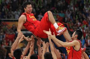 此人是王治郅儿子,仅14岁身高就超1米8,天赋太强却不爱打篮球!