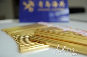 青岛海关查获走私黄金出境案 行李箱拉杆中藏黄金近八公斤