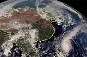 高清卫星云图看地球:巨大气旋盘踞东北,超强台风玉兔肆虐海上