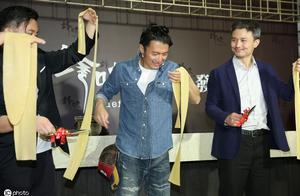 谢霆锋品牌新品台湾发表会,剪彩方式很特别,很有才