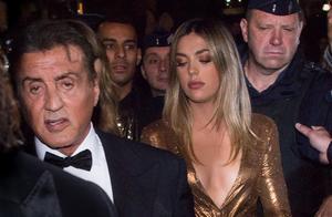 西尔维斯特·史泰龙和他的妻女离开戛纳派对