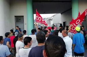 意华人工厂前的罢工抗议活动,警方驱赶都派上了警棍和警盾