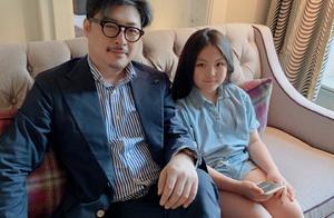 李湘女儿挎两万名牌包出游,黄多多获五个一等奖,谁是真正的富养