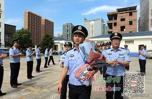 英雄归队!江西民警徐东华昨重返岗位 两月前处警时被砍断手指