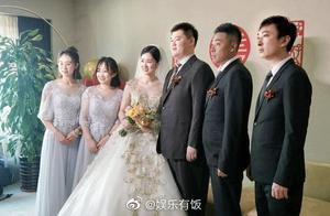 王思聪第四次当伴郎,伴娘和他握手都一脸娇羞,合影看起来很帅气