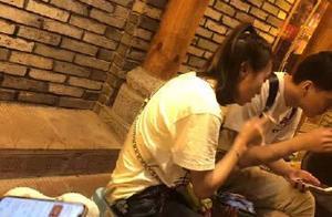毕滢与男友人被偶遇,烟不离手,疑似和张丹峰穿的是情侣装