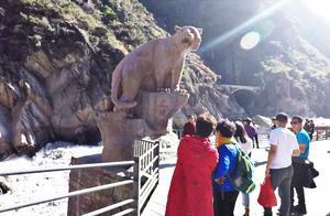"""香格里拉虎跳峡,国家AAAA级旅游风景名胜区,以""""险""""名天下"""