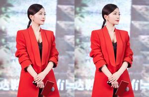 又一次被秦岚的活动新造型美到了,身穿红色西装,帅气与优雅并存
