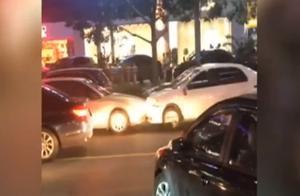 喝酒后与人发生冲突 男子开车逆行一路乱撞 所幸无人员伤亡
