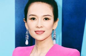 章子怡现身洛杉矶释义东方女神,身着深V礼服精致又优雅,长脸了