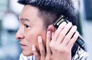刘德华为鲁豫剪发 以前曾在剧组为很多人理发、搞好关系