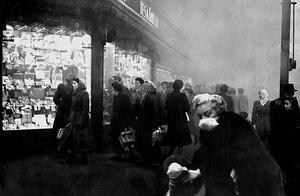 """老照片,50年代的伦敦雾霾事件,看""""雾都劫难""""下的英国社会"""