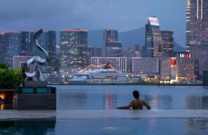 顶奢酒店新高度,全球首个悬浮55层高空的360°无边天际泳池