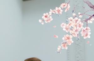 央视女主持李思思母亲节晒美照,换了发型的她改变好大