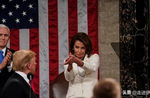 讽刺特朗普的鼓掌,南希·佩洛西的行为使她成为当晚最大的亮点