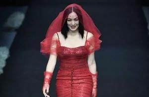 钟丽缇穿人鱼裙装T台走秀,腰围吓人!张伦硕这眼神是真爱无疑