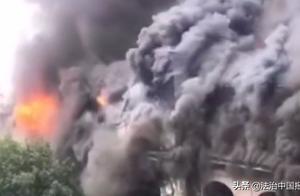 武汉百年老建筑江汉饭店失火 起火部位为楼顶