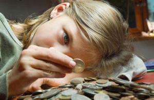 """想要零花钱,妈妈不给,孩子""""偷""""钱去买娃娃,""""结果""""让人无奈"""