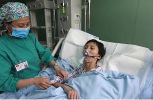 小伙腹痛,查出肝癌,医生警示:身体有2红、2痛,快查肝功能